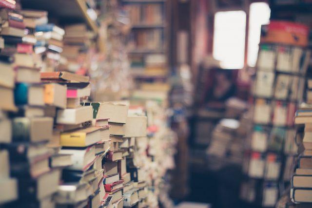 積まれている本